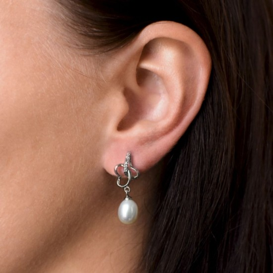 Stříbrné náušnice visací s bílou říční perlou 21011.1