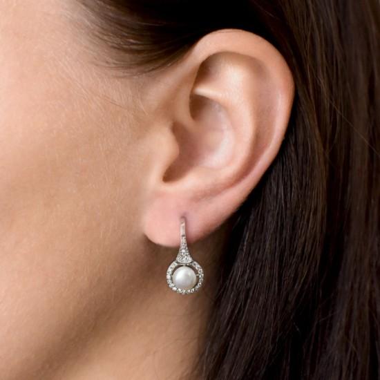 Stříbrné náušnice visací s bílou říční perlou 21051.1