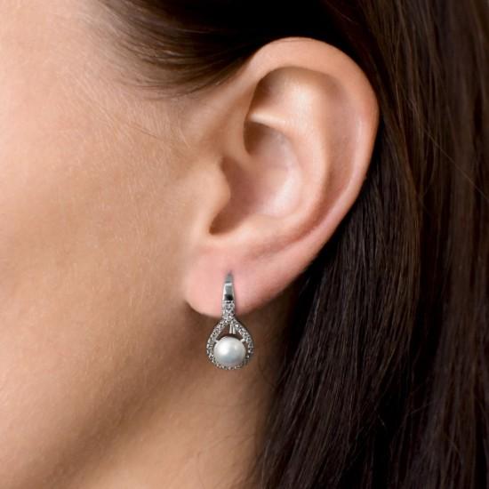Stříbrné náušnice visací s bílou říční perlou 21053.1