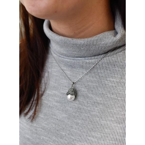 Stříbrný přívěsek s krystaly Swarovski a bílou perlou 74026.3