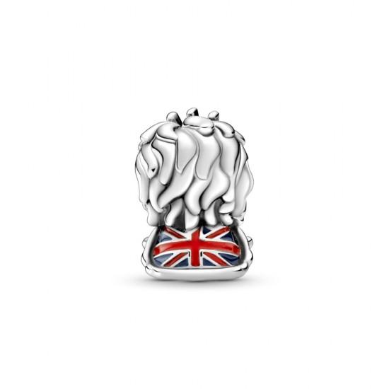 Přívěsek Lev se zvlněnou britskou vlajkou.